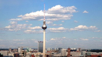 Fernsehturm Berlin<br><span style='float:right; font-size:11px;font-weight:normal;'>© https://www.packmee.de/files/packmee/inhalte/blog/berlin-header-ingo-joseph-pexels-big.jpg</span>