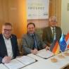 Steffen Rathke, Rudolf Rosenstatter und Georg Schirmbeck (v.l.n.r.) verabschieden die gemeinsame Position